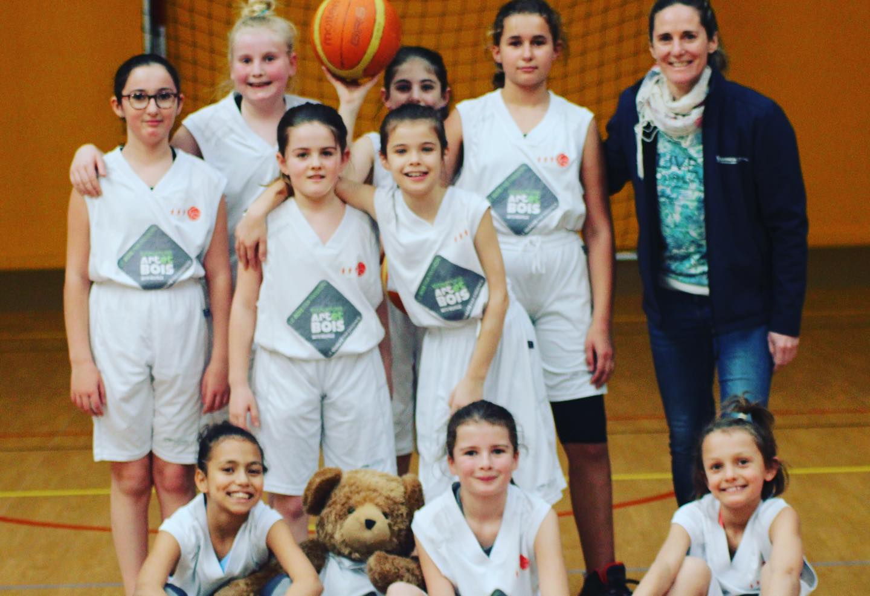 Equipe U11F avec coach Sandrine